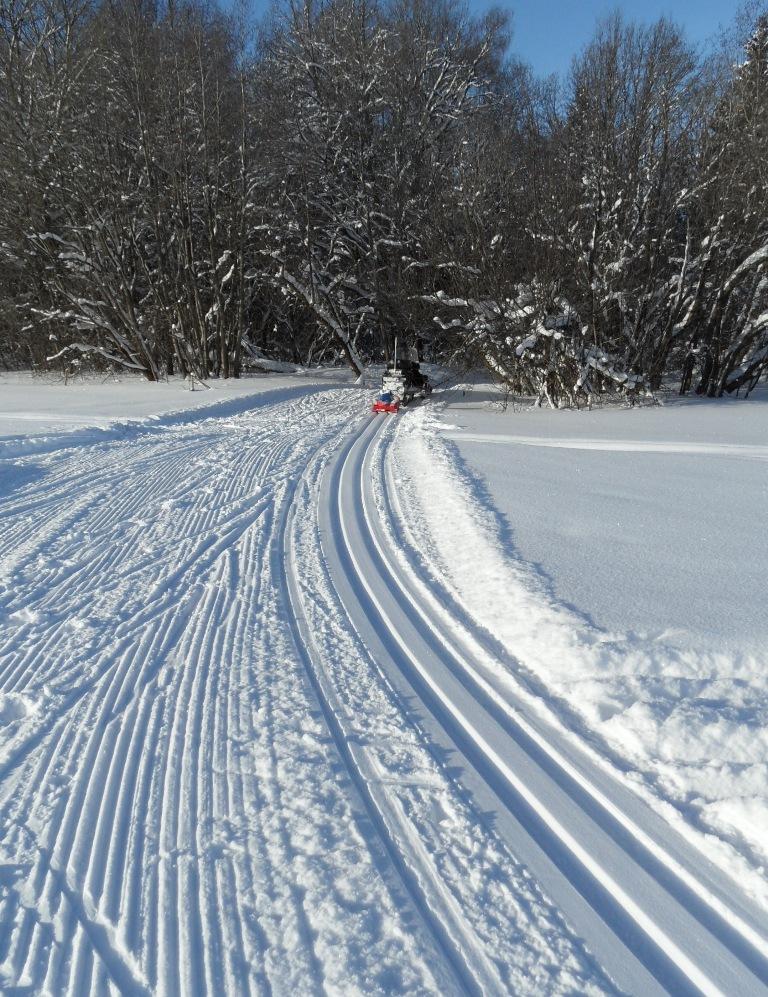 проложенную лыжную трассу